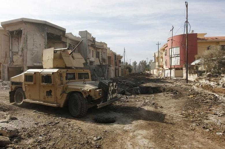 A military vehicle of Iraqi Counter-Terrorism Service (CTS) forces is seen at the site of car bomb attack during a battle with Islamic State militants in Andalus neighborhood of Mosul, Iraq, January 17, 2017. REUTERS/Alaa Al-Marjani