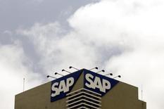 L'allemand SAP, numéro un européen des logiciels, a publié mardi des chiffres trimestriels dans le bas des attentes des analystes et a fait preuve d'un optimisme mesuré en relevant légèrement ses prévisions de résultats pour 2017. /Photo d'archives/REUTERS/Punit Paranjpe