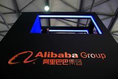 """Alibaba Group Holding a publié mardi des résultats meilleurs qu'attendu pour son troisième trimestre clos fin décembre, avec un bond de 54% de son chiffre d'affaires sous l'effet notamment des promotions de la """"Journée des célibataires"""" en Chine. /Photo d'archives/REUTERS/Aly Song"""