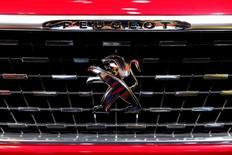 Le Groupe PSA (Peugeot-Citroën) a annoncé mercredi la signature de deux accords de coentreprise avec le conglomérat indien CK Birla pour retourner en Inde, un marché à forte croissance qu'il a quitté 20 ans plus tôt. /Photo prise le 29 septembre 2016/REUTERS/Benoit Tessier