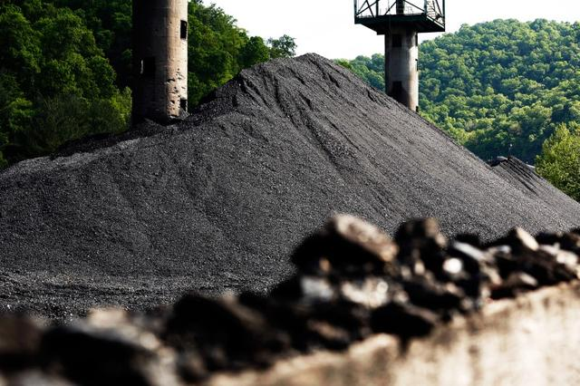 Coal waits to be among the last shipments to be loaded on train cars to depart the Hobet mine in Boone County, West Virginia, U.S. May 12, 2016.     REUTERS/Jonathan Ernst