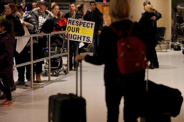 Demonstrators protesting U.S. Donald Trump's executive order travel ban greet arriving passengers at Logan Airport in Boston, Massachusetts, U.S. January 28, 2017.  REUTERS/Brian Snyder