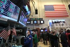 La Bourse de New York a fini lundi en baisse, le Dow Jones (-0,61%) et le S&P-500 (-0,6%) ayant vécu leur pire séance depuis le début de l'année. Le Nasdaq Composite a cédé pour sa part 0,83%. /Photo prise le 19 janvier 2017/REUTERS/Stephen Yang