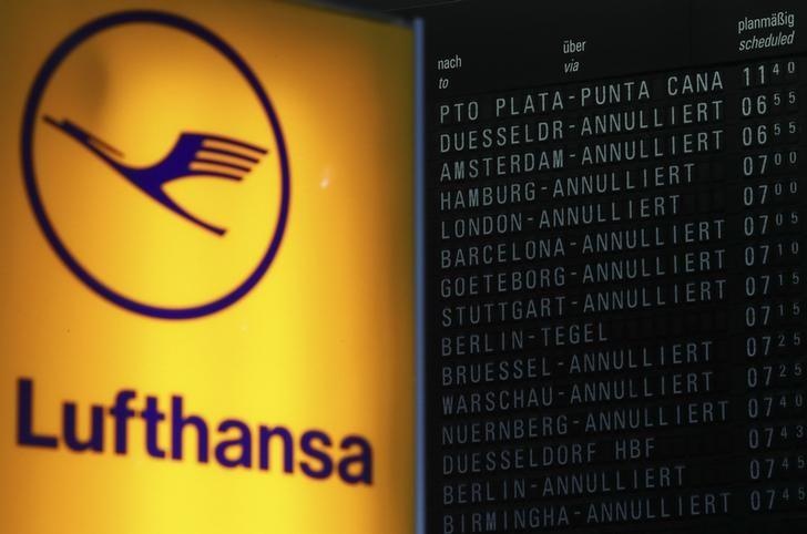 A flight information board shows cancelled flights during a pilots strike of German airline Lufthansa at Frankfurt airport, Germany, November 30, 2016. REUTERS/Kai Pfaffenbach