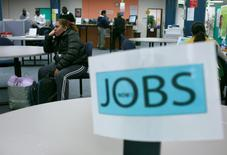 Le secteur privé aux Etats-Unis a créé 246.000 emplois en janvier, un chiffre nettement supérieur aux attentes. /Photo d'archives/REUTERS/Robert Galbraith