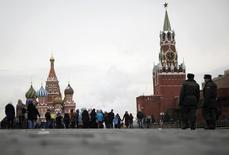 L'économie russe s'est contractée moins que prévu l'an dernier, malgré la faiblesse des prix de l'énergie et les sanctions internationales. Le PIB est ressorti en repli de seulement 0,2% sur l'ensemble de 2016. /Photo d'archives/REUTERS/Pawel Kopczynski