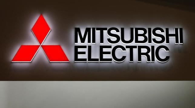 2月2日、三菱電機は、2017年3月期連結業績予想(米国会計基準)を上方修正したと発表した。1─3月期の前提為替レートを円安方向に見直したことなどを反映させた。写真の同社ロゴは幕張メッセで開かれた2016シーテック・ジャパンで、昨年10月撮影(2017年 ロイター/Toru Hanai)