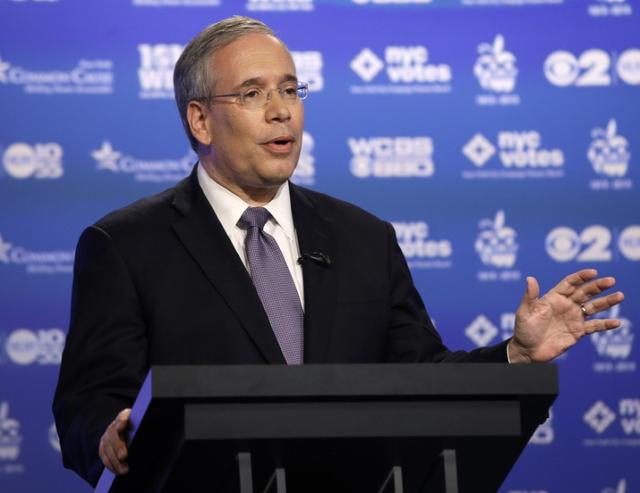 Manhattan borough president Scott Stringer speaks during a primary debate for New York City comptroller in the WCBS-TV studios in New York, August 22, 2013. REUTERS/Frank Franklin
