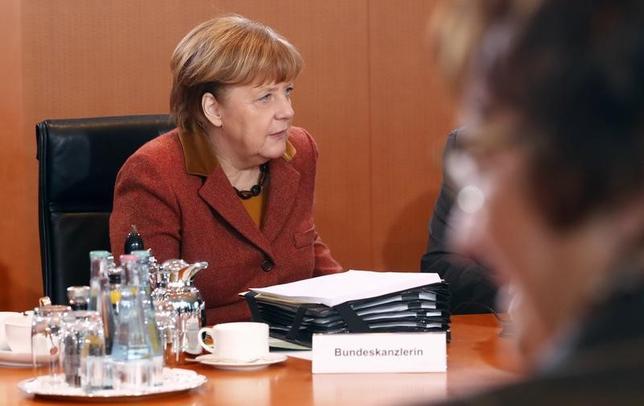 2月3日、ドイツ政府の報道官は、欧州中央銀行(ECB)のドラギ総裁が9日にベルリンでメルケル首相(写真)と会談すると発表した。1日撮影(2017年 ロイター/Fabrizio Bensch)