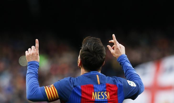 Football Soccer - Barcelona v Athletic Bilbao - Spanish La Liga Santander - Camp Nou stadium, Barcelona, Spain, 04/02/17 Barcelona's Lionel Messi celebrates after scoring their second goal. REUTERS/Albert Gea