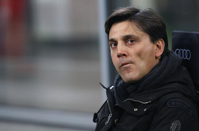 Football Soccer - AC Milan v Napoli - Italian Serie A - San Siro stadium, Milan, Italy - 21/01/17 - AC Milan's coach Vincenzo Montella sits on the bench before the match. REUTERS/Stefano Rellandini