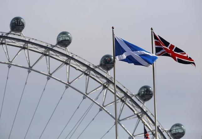 2月5日、スコットランド独立の是非を問う2度目の住民投票実施について、自治政府のスタージョン首相に協力する緑の党の議員が、数週間以内に決定されるとの見通しを示した。写真はロンドンで2014年9月撮影(2017年 ロイター/Luke MacGregor)