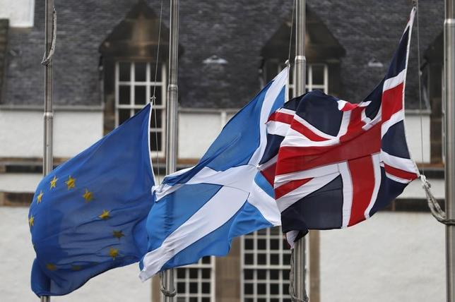 2月6日、スコットランド自治政府に協力する緑の党のロス・グリア議員は、英国による欧州連合(EU)離脱手続き開始後にスコットランドが独立の是非を問う住民投票を再実施する方向に進むことは確実だとの見方を示した。写真は英エジンバラで昨年12月撮影(2017年 ロイター/Russell Cheyne)