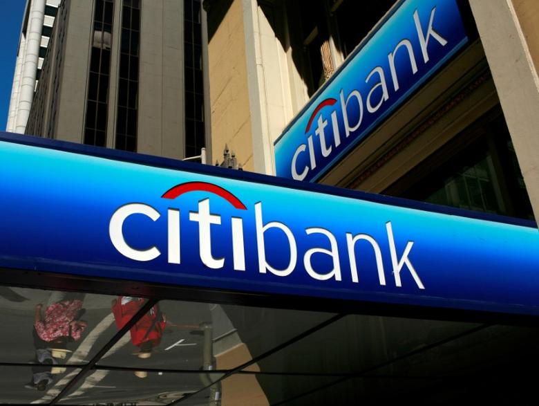 FILE PHOTO -  FILE PHOTO --  People walk beneath a Citibank branch logo in the financial district of San Francisco, California July 17, 2009. REUTERS/Robert Galbraith/File Photo