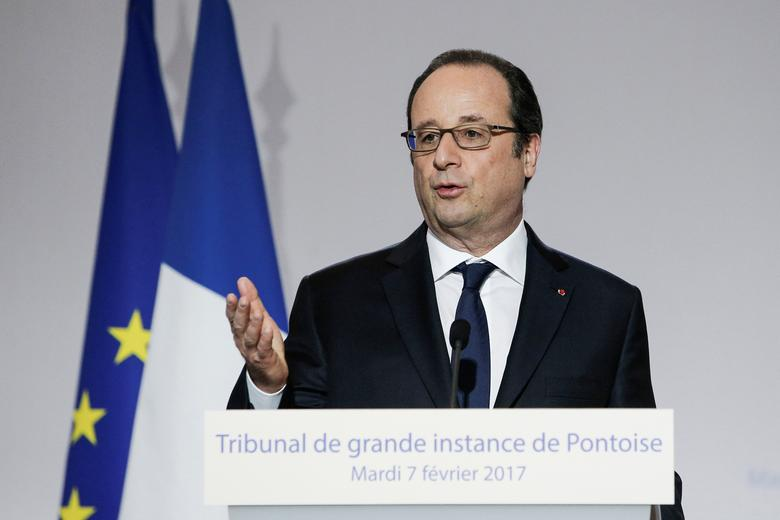French President Francois Hollande delivers a speech during a visit at the High Court of Pontoise as part of the inauguration of the new ''Streamlined Judicial Service for Citizens'' (Service d'Accueil Unique du Justiciable - SAUJ) in Pontoise, near Paris, France, February 7, 2017.  REUTERS/Kamil Zihnioglu/Pool