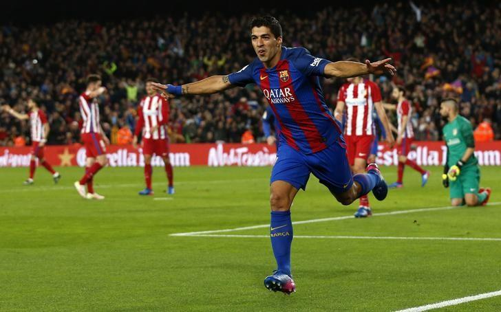 Football Soccer - Barcelona v Atletico Madrid- Spanish King's Cup Semi-final second leg - Camp Nou Stadium, Barcelona, Spain - 07/02/17 Barcelona's Luis Suarez celebrates after scoring their first goal.      REUTERS/Albert Gea