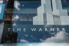 Time Warner a publié mercredi un chiffre d'affaires trimestriel en hausse de 11,5% et un bénéfice en baisse mais supérieur lui aussi aux attentes des analystes. Le groupe de médias a annoncé parallèlement que son rachat par l'opérateur télécoms AT&T devrait être bouclé d'ici à la fin de l'année. /Photo prise le 23 octobre 2016/REUTERS/Stephanie Keith