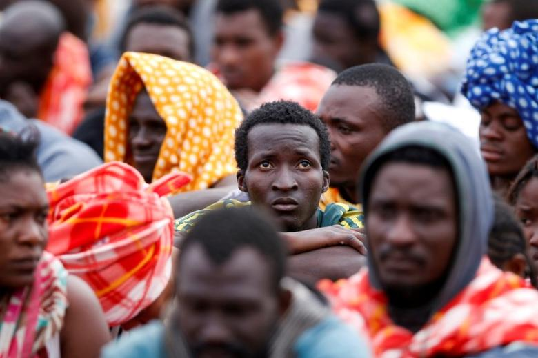 FILE PHOTO:  Migrants disembark from a vessel of ONG Medecins sans Frontieres (MSF) in the Sicilian harbour of Augusta, Italy, June 24, 2016.     REUTERS/Antonio Parrinello/File Photo