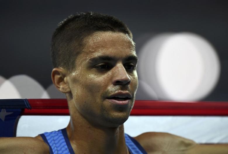 2016 Rio Olympics - Athletics - Final - Men's 1500m Final - Olympic Stadium - Rio de Janeiro, Brazil - 20/08/2016. Matthew Centrowitz (USA) of USA celebrates winning gold medal. REUTERS/Dylan Martinez