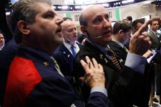 Wall Street a terminé la séance de mercredi sur une note étroitement irrégulière. L'indice Dow Jones perd 35,95 points (0,18%). /Photo prise le 31 janvier 2017/REUTERS/Lucas Jackson