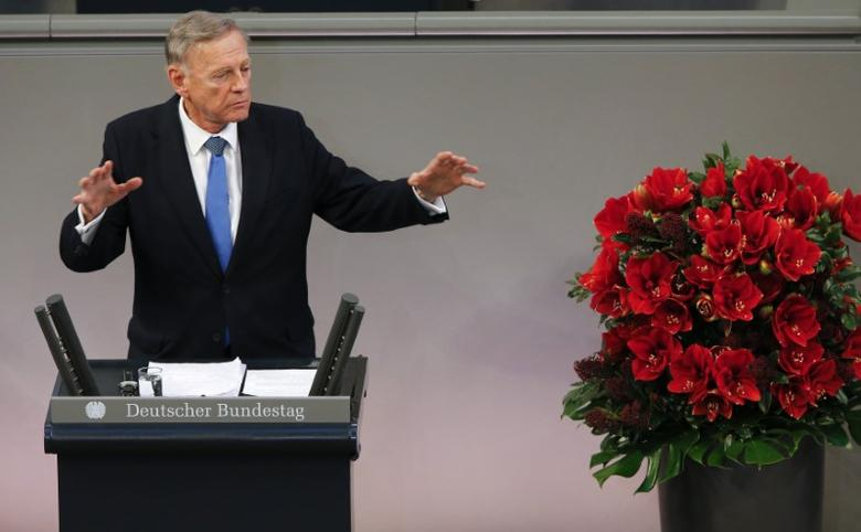 Former Israeli Ambassador to Germany Avi Primor gives a speech during a ceremony at the lower house of parliament Bundestag in the Reichstags building in Berlin to mark National Mourning Day, November 16, 2014.  REUTERS/Fabrizio Bensch (GERMANY - Tags: POLITICS ANNIVERSARY CONFLICT) - RTR4EBWL