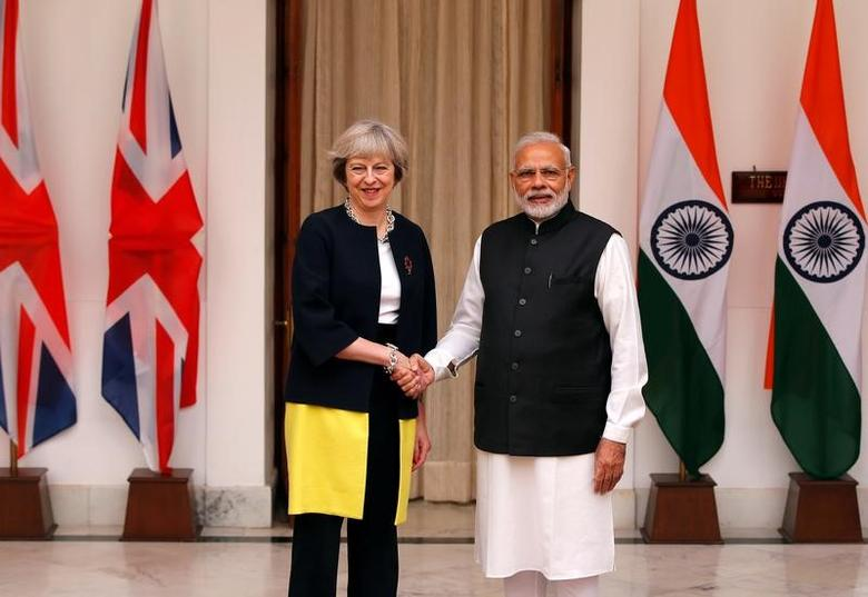 Britain's Prime Minister Theresa May (L) shakes hands with her Indian counterpart Narendra Modi during a photo opportunity ahead of their meeting at Hyderabad House in New Delhi, India, November 7, 2016. REUTERS/Adnan Abidi
