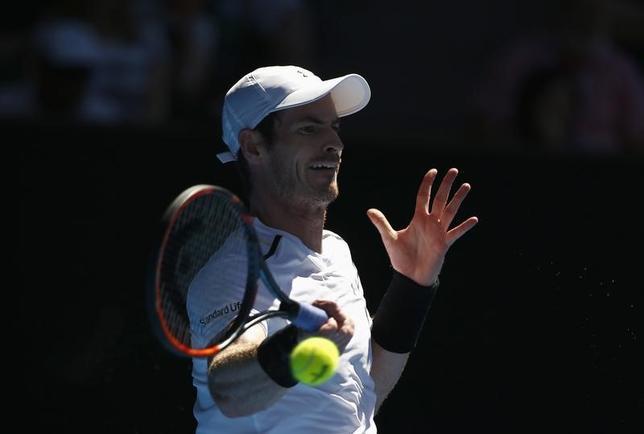 2月9日、男子テニスで世界ランキング1位のアンディ・マリー(英国)が、国別対抗戦、デビスカップの準々決勝フランス戦へ出場する意向を示した。1月にオーストラリアのメルボルンで撮影(2017年ロイター/Thomas Peter)