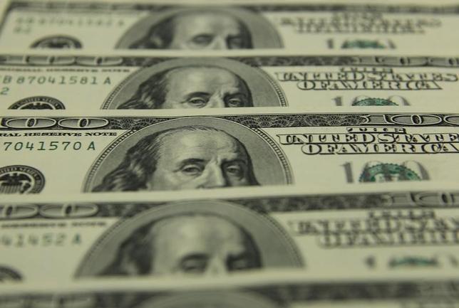 2月10日、来週の外為市場でドル/円は、日米首脳会談の結果次第で上値を試す可能性がある。会談で友好ムードが醸成されれば「トランプラリー」の再開が意識され、115円方向に向かう展開が予想される。写真はブダペストで2011年11月撮影(2017年 ロイター/Laszlo Balogh)