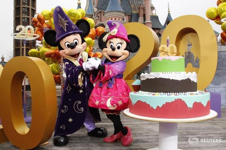 Mickey and Minnie are pictured at the 20th anniversary celebrations of Disneyland Resort in Marne-la-Vallee, outside Paris, March 31, 2012. REUTERS/Benoit Tessier