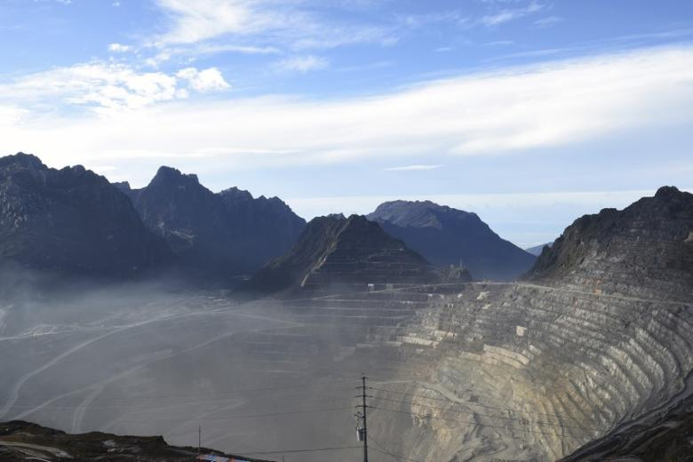 A view of the Grasberg copper and gold mine operated by an Indonesian subsidiary of Freeport-McMoRan Inc, situated 4,285 meters above sea level, near Timika, Papua province, February 15, 2015 in this photo taken by Antara Foto.  REUTERS/M Agung Rajasa/Antara Foto