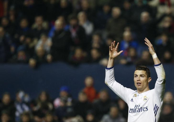 Football Soccer - Osasuna v Real Madrid - Spanish La Liga Santander - El Sadar stadium, Pamplona, Spain, 11/02/17 Real Madrid's Cristiano Ronaldo reacts during the match. REUTERS/Susana Vera