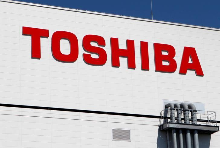 The logo of Toshiba is pictured on its flash memory factory, seen during a media tour in Yokkaichi, western Japan September 9, 2014.  REUTERS/Reiji Murai/File Photo