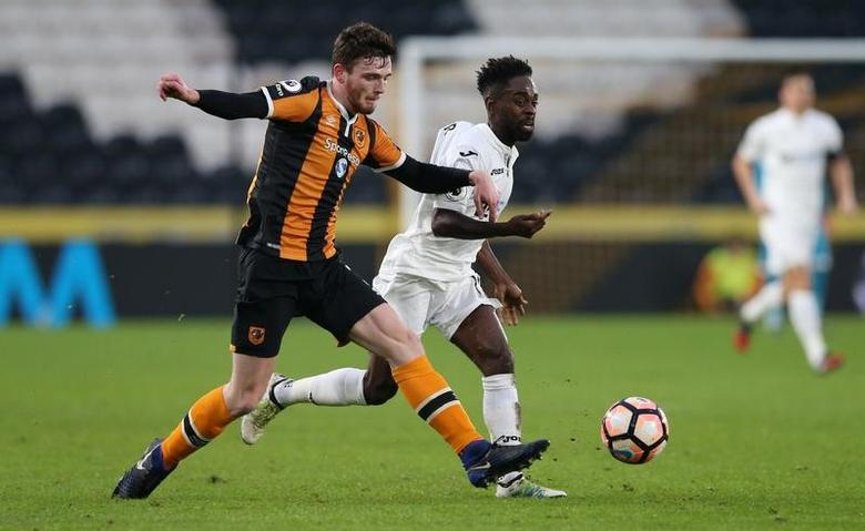 Britain Football Soccer - Hull City v Swansea City - FA Cup Third Round - The Kingston Communications Stadium - 7/1/17 Hull City's Andrew Robertson and Swansea City's Nathan Dyer in action Reuters / Scott Heppell Livepic