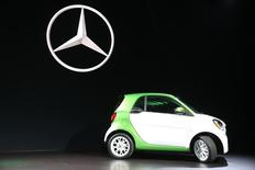 Mercedes introduces the 2017 Smart electric car at the 2016 Los Angeles Auto Show in Los Angeles, California, U.S November 16, 2016.  REUTERS/Lucy Nicholson