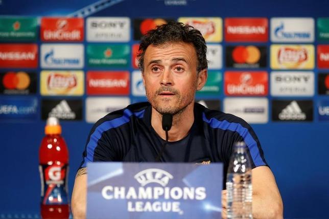 2月13日、サッカーのスペイン1部、バルセロナのルイスエンリケ監督(写真)は、欧州CL決勝トーナメント1回戦の対戦相手、パリ・サンジェルマンへの警戒を示した(2017年 ロイター/Benoit Tessier)