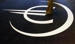 L'optimisme sur la vigueur de la reprise économique dans la zone euro a été douché mardi par une série de chiffres inférieurs aux attentes, qui pourraient s'expliquer par les incertitudes pesant sur le commerce international sur fond de regain de velléités protectionnistes. /Photo d'archives/REUTERS/Nacho Doce