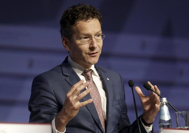 2月14日、欧州連合(EU)のユーロ圏財務相会合のデイセルブルム議長は、ギリシャへの金融支援に伴う審査について、20日のユーロ圏財務相会合までに合意に達するとは思わない、と述べた。写真のデイセルブルム議長は、ラトビア・リガで行われたEU加盟国の経済・財務相が出席する非公式会議「ECOFIN」で、2015年4月撮影(2017年 ロイター/Ints Kalnins)