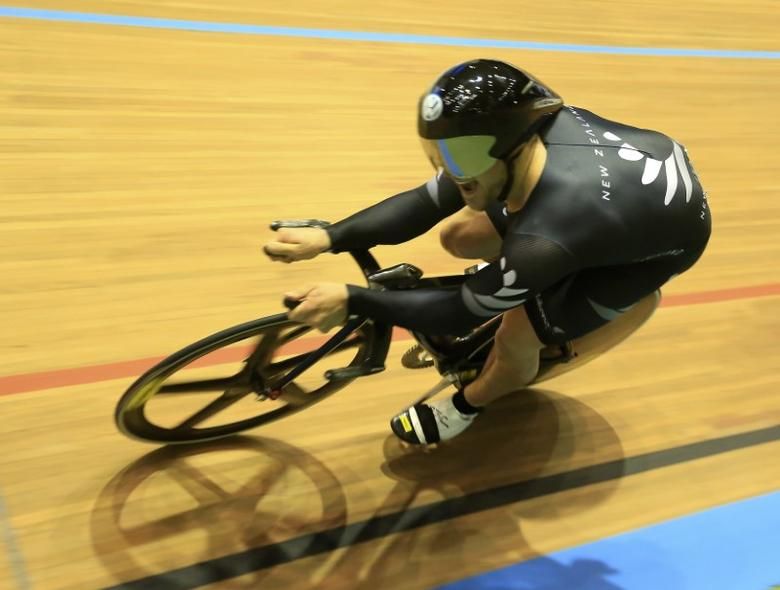 New Zealand's Simon Van Velthooven competes to win bronze in the Men's Final 1Km Time Trial at the 2014 UCI Track Cycling World Championships in Cali February 28, 2014.  REUTERS/Jose Miguel Gomez