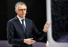 Le président du directoire de PSA, Carlos Tavares, prévoit de rencontrer des représentants du gouvernement allemand pour discuter d'un éventuel rachat d'Opel à General Motors. /Photo d'archives/REUTERS/Jacky Naegelen