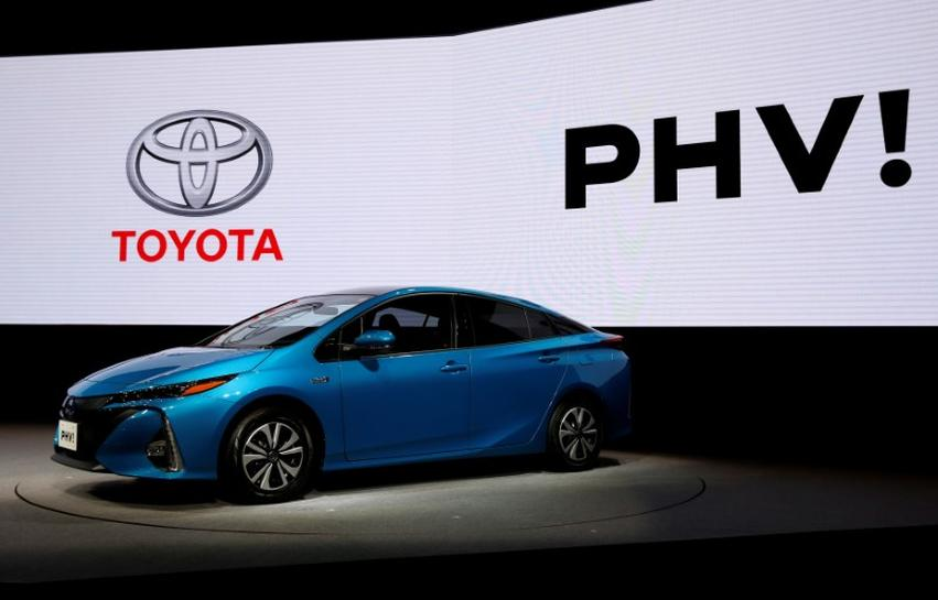 Toyota sees plug-in hybrids catching on faster than conventional hybrids