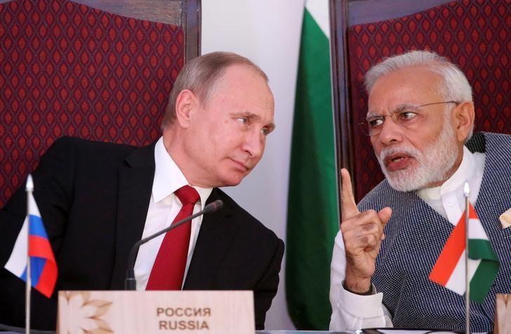 Russian President Vladimir Putin (L) and India's Prime Minister Narendra Modi attend an exchange of agreements event after the India-Russia Annual Summit in Benaulim,  Goa, October 15, 2016.  Sputnik/Kremlin/Konstantin Zavrazhin via REUTERS/Files
