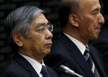 FILE PHOTO: Bank of Japan (BOJ) Governor Haruhiko Kuroda (L) attends the BOJ quarterly branch manager's meeting with Deputy Governor Hiroshi Nakaso at BOJ headquarters in Tokyo, Japan April 7, 2016. REUTERS/Issei Kato/File Photo