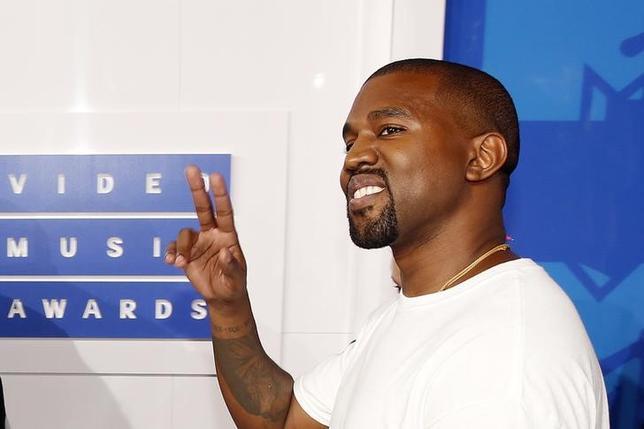 2月15日、米ラップ歌手カニエ・ウェストがニューヨーク・ファッション・ウィークでファッションライン「Yeezy」の新作を発表した。3か月前に疲労で入院して以来、公の場に姿を見せたのは今回が初めて。写真は昨年8月撮影(2017年 ロイター/Lucas Jackson)