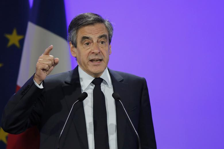 Francois Fillon, former French prime minister, member of The Republicans political party and 2017 presidential election candidate of the French centre-right, attends a campaign rally in Margny-les-Compiegne, France, February 15, 2017.    REUTERS/Benoit Tessier