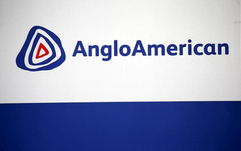 The Anglo American logo is seen in Rusternburg October 5, 2015. Picture taken October 5, 2015.  REUTERS/Siphiwe Sibeko/File Photo