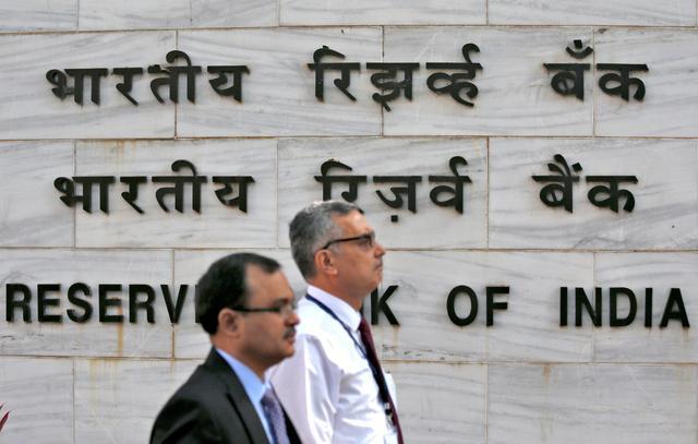 FILE PHOTO: People walk past the Reserve Bank of India (RBI) head office in Mumbai, India, November 9, 2016.     REUTERS/Danish Siddiqui/File photo