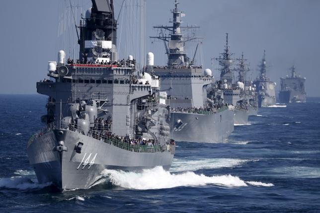 2月17日、防衛省は島しょ防衛強化のため計画している海上自衛隊の新型護衛艦について、2018年度から4年間で8隻建造する方針を固めた。写真は相模湾で2015年10月撮影(2017年 ロイター/Toru Hanai)