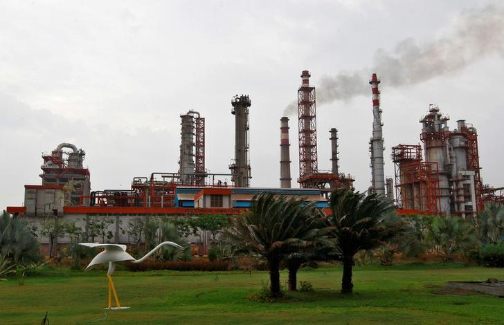 An oil refinery of Essar Oil, which runs India's second biggest private sector refinery, is pictured in Vadinar in the western state of Gujarat, India, October 4, 2016. REUTERS/Amit Dave/File Photo