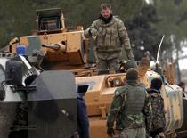 أفراد من القوات التركية ومن الجيش السوري الحر في مدينة الباب بشمال سوريا يوم الرابع من فبراير شباط 2017. تصوير: خليل عشاوي - رويترز