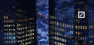 Le chinois HNA Group a pris une participation de 3% dans Deutsche Bank et annoncé vendredi qu'il pourrait se renforcer dans le capital de la banque allemande. /Photo prise le 31 janvier 2017/REUTERS/Kai Pfaffenbach